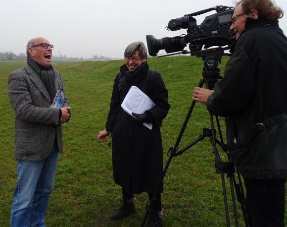 Veel plezier tijdens de opnamen voor Andere Tijden over windenergie in de jaren 70 en 80, met regisseur Gerda Jansen Hendriks.