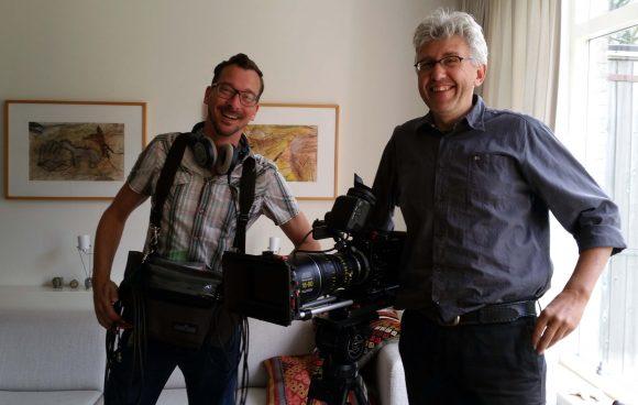 Tony Torn en André van der hout aan het werk in mijn huiskamer.